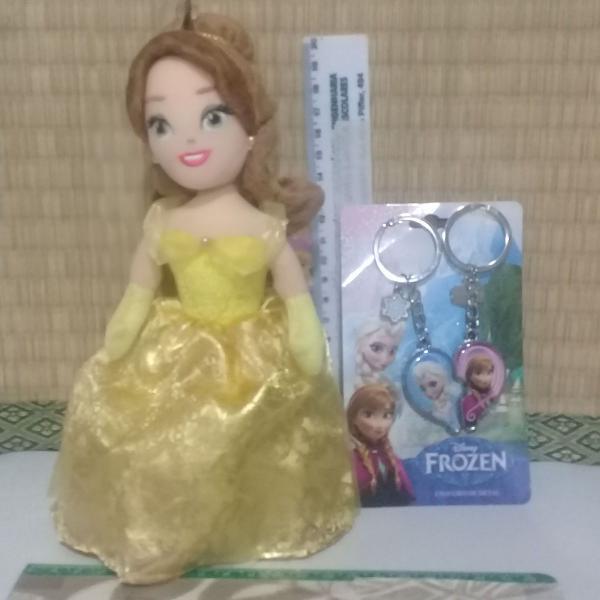 Boneca de pano da bela das princesas da disney + chaveiro