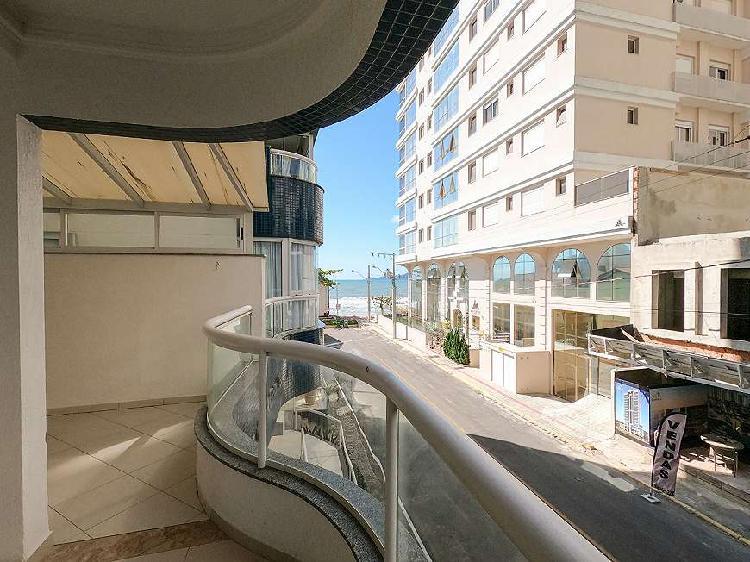 Apartamento quadra mar, mobiliado, 3 dormitórios, sendo 1