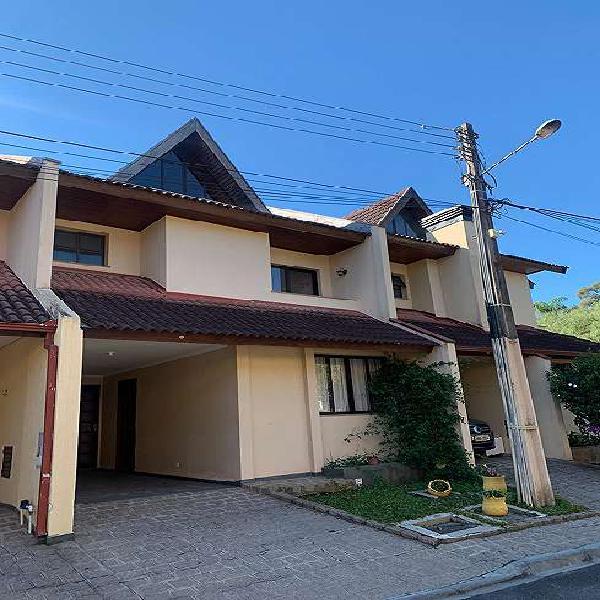 Casa de condomínio para venda possui 122 metros quadrados