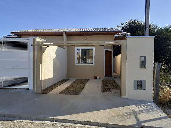 Casa para venda com 73 metros quadrados com 3 quartos em