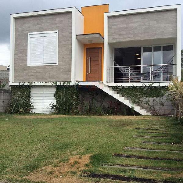 Casa para venda tem 117 metros quadrados com 3 quartos.