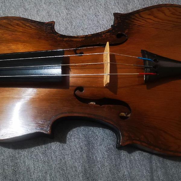 Violino feito por luthier brasileiro