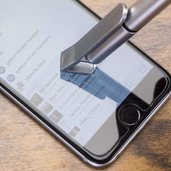 1 caneta touch universal c/ suporte p/celular com limpa tela