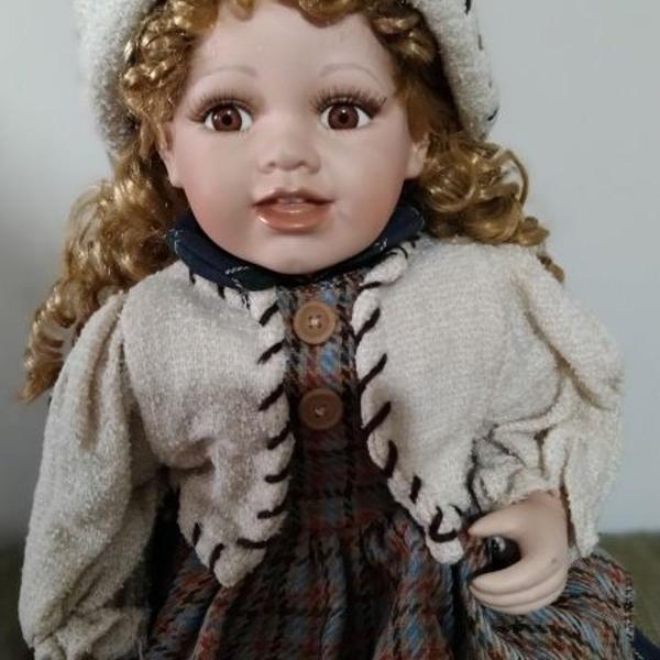 Boneca de porcelana alema