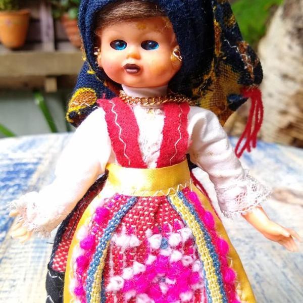 Boneca vintage portuguesa