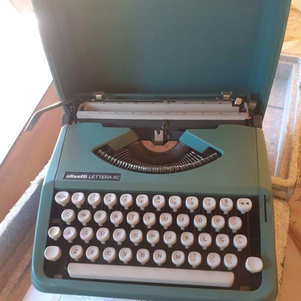 Máquina de escrever olivetti lettera 82 com maleta - antiga
