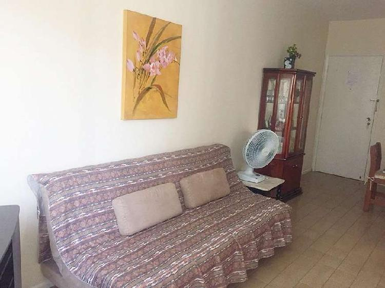 Apartamento 2 dormitórios - 1 quadra da praia -