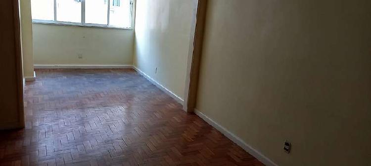 Apartamento para venda possui 130 metros quadrados com 3