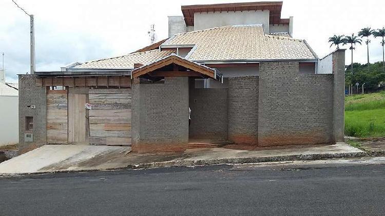 Casa de 250 metros quadrados no bairro parque santa bárbara