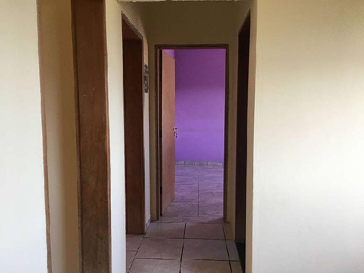 Casa térrea possui 295m² totais com 2 quartos em vida nova