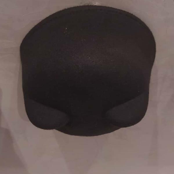 Chapéu militar com orelhas de gato