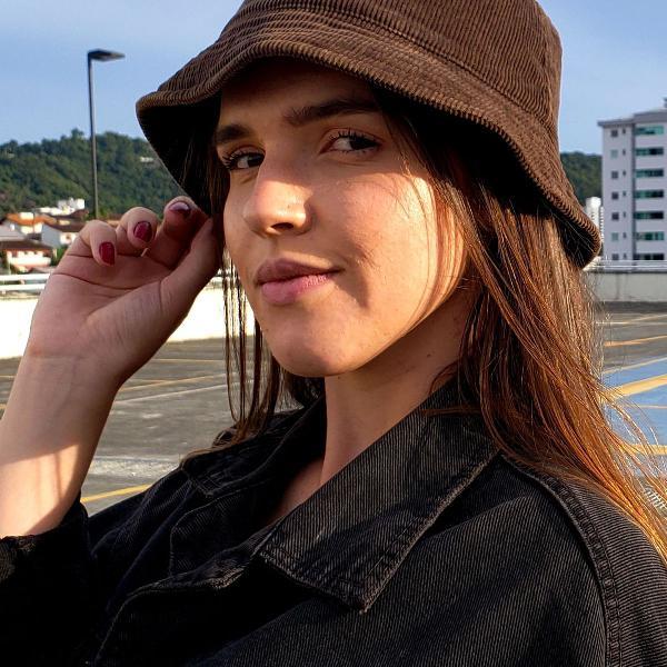 Chapéu bucket em veludo canelado marrom