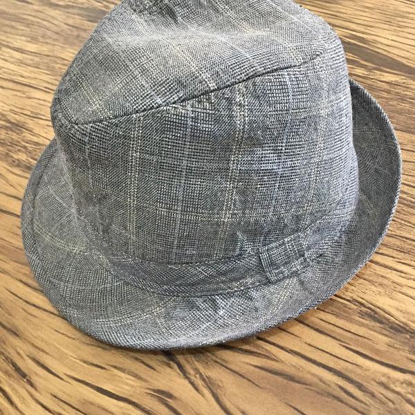 Chapéu cinza tecido