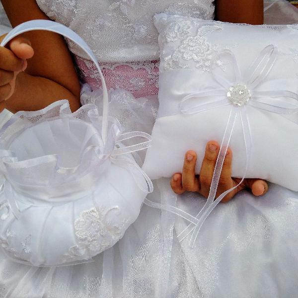 Kit cesta e almofada porta aliança para damas de honra