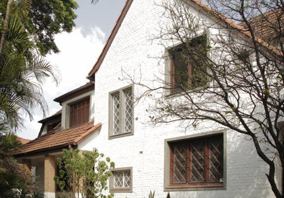 Casa restaurada anos 1940 estilo tudor