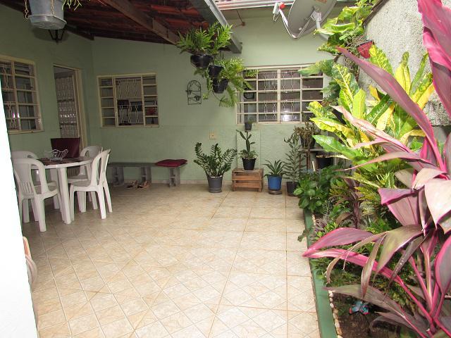 Casa de 02 quartos á venda no bairro floresta