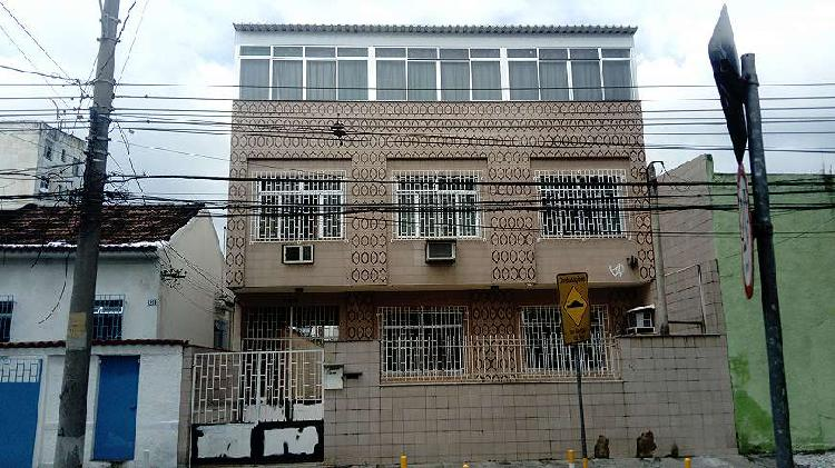 Vende-se apartamento duplex tipo casa 7 quartos, 200m2, que