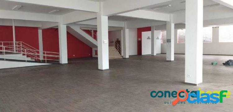 Prédio comercial de 2.938 m² com 4 andares e 50 vagas no alto do ipiranga