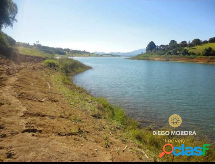 Terreno à venda em condomínio com acesso a represa