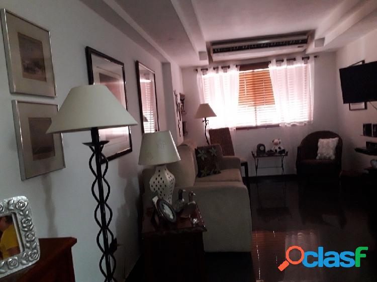 Apartamento ROSSYEL. La Trigaleña. 95 mts2. Piso 8. 3