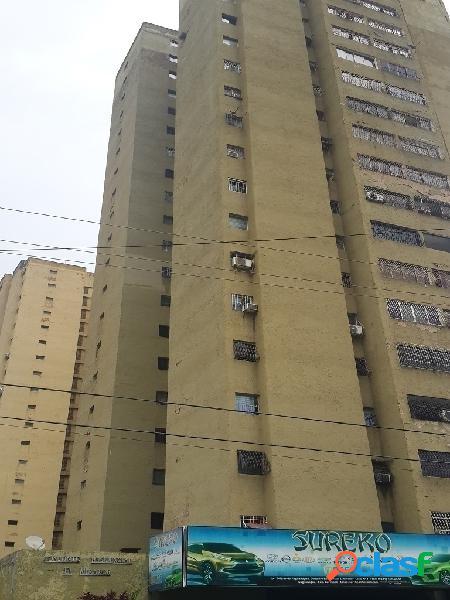 (64 m2) apartamento en céntrica zona de naguanagua, res. mirador