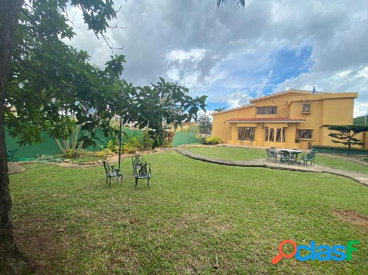 Bella casa valles de camoruco calle cerrada 1044m² t, y 482m²