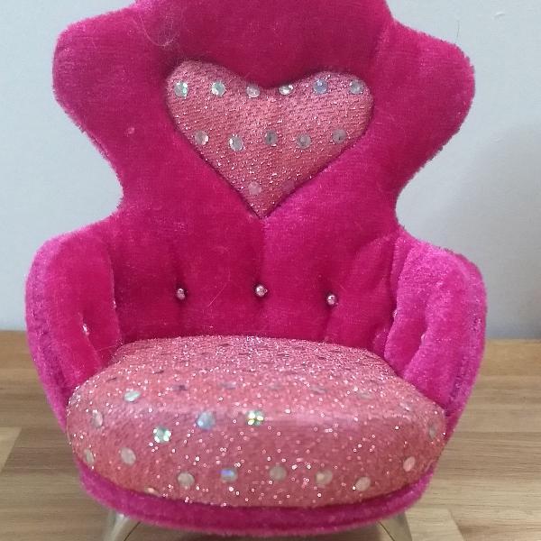 Poltrona, não! isso é um trono para princesas...