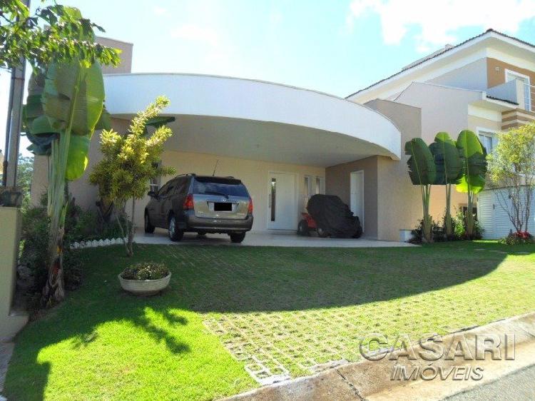 Casa de condomínio para venda tem 400 metros quadrados com