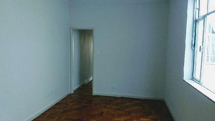 Timo apartamento de 3 quartos, localizado junto a todas as