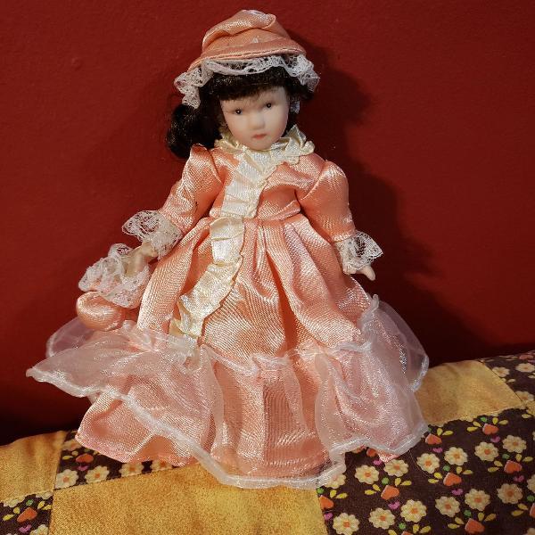 Boneca de porcelana retrô estilo vitoriana