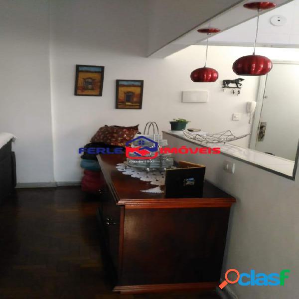 Apartamento em área nobre com armários