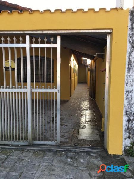 Vende-se uma bela casa no bairro maracaná