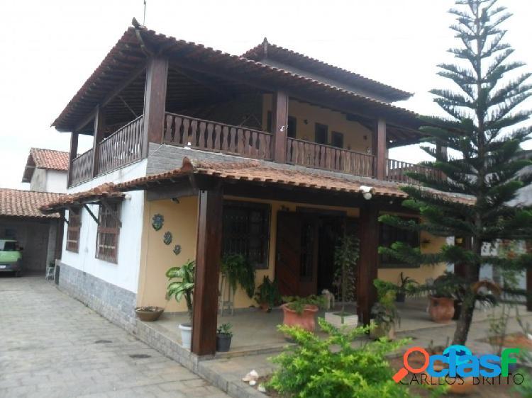 Bela casa duplex com vista p/lagoa e área gourmet com amplo quintal