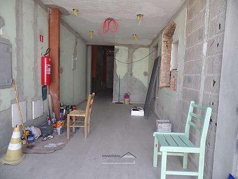 Salão comercial c/ 3 wcs, laje, piso frio, hall, quartinho,