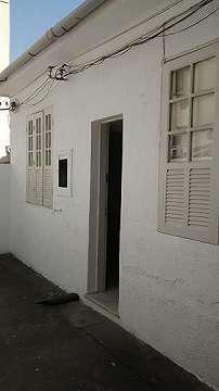 Alugo casa, sala, 1 quarto, cozinha, banheiro, área. rua