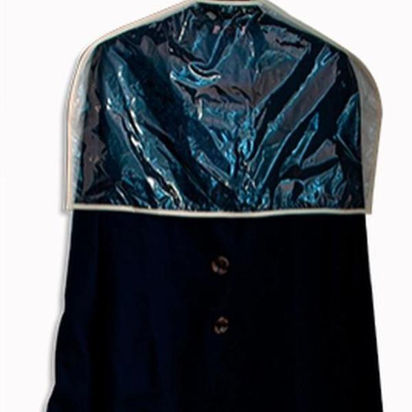 Capa para proteção de roupas