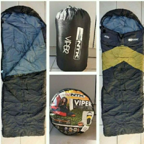 Saco de dormir possui alça para levar como uma mochila