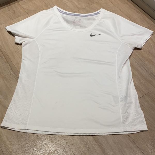 Camiseta baby look nike m dri-fit