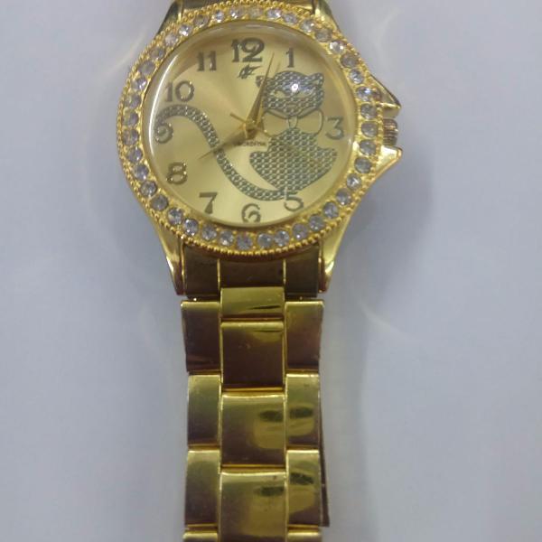 Relógio. dourado