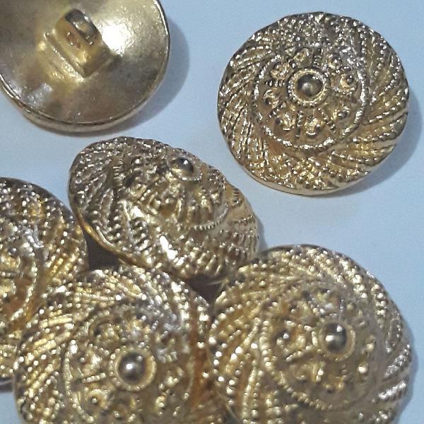 Botões antigos metálicos