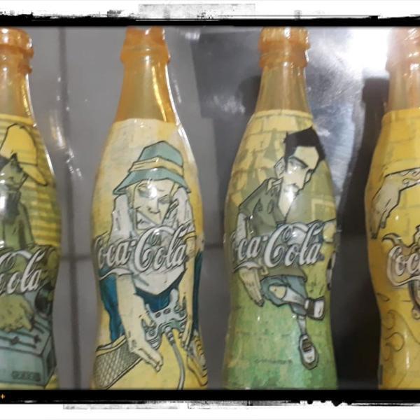 Miniaturas das garrafas de coca cola