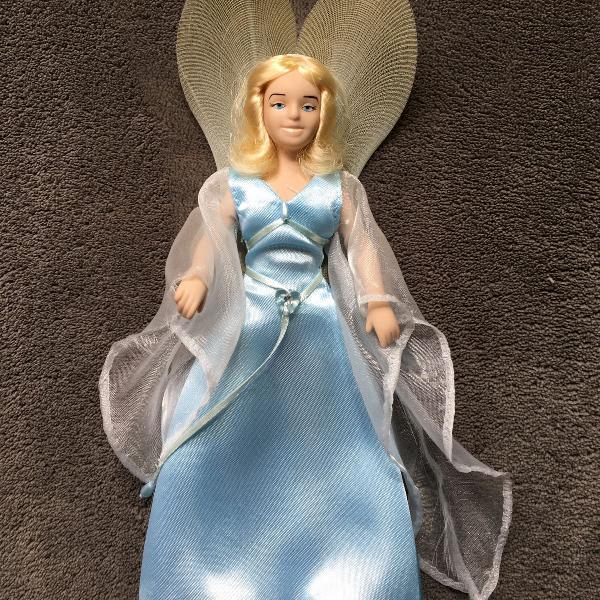 Boneca de porcelana fada azul