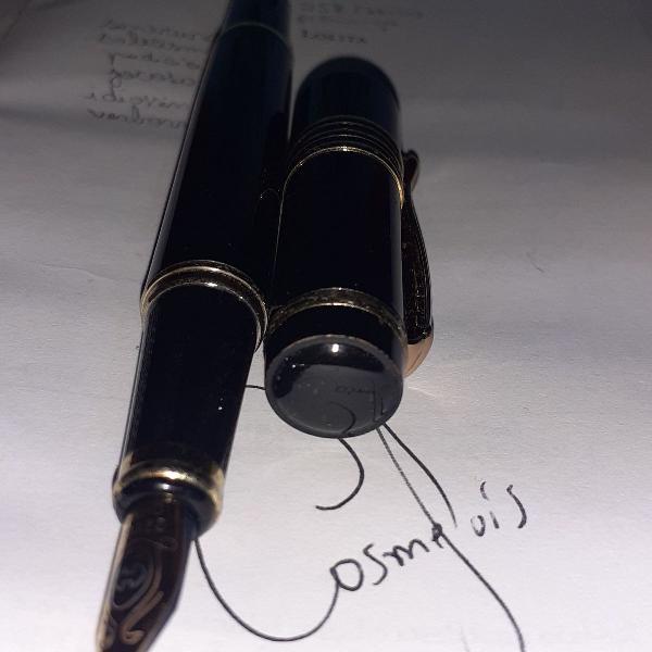 Caneta tinteiro preta