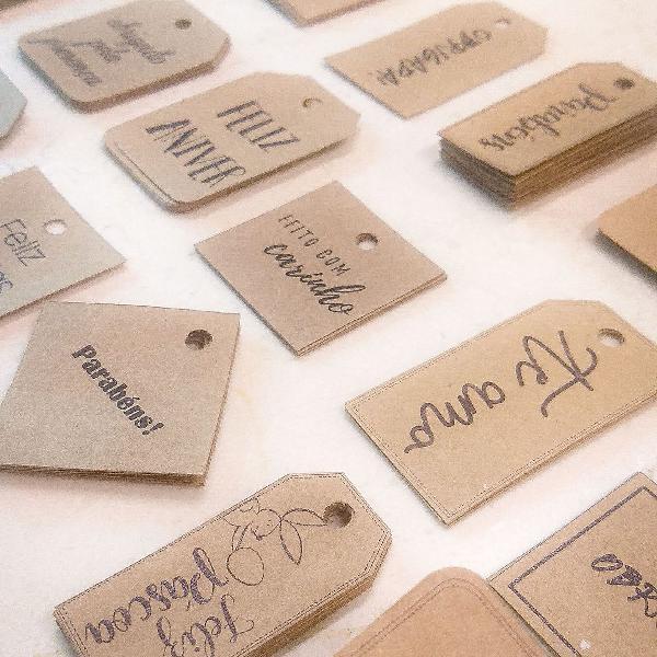 Kit com 30 etiquetas diversas (kraft)