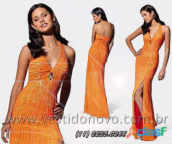 Vestido laranja com muito brilho