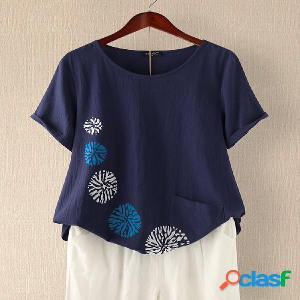 Camiseta estampada de manga curta com decote em o e bolso