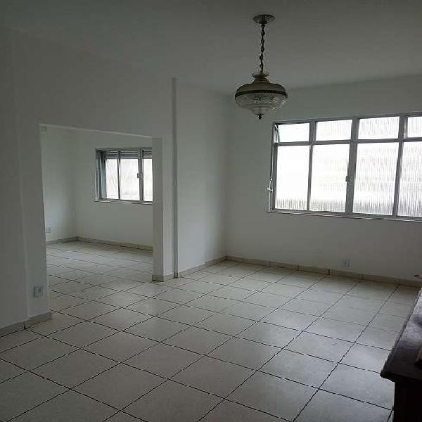 Apartamento de 2 quartos no catete