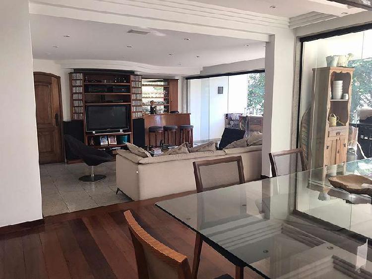 Apartamento para venda possui 220 metros quadrados com 4