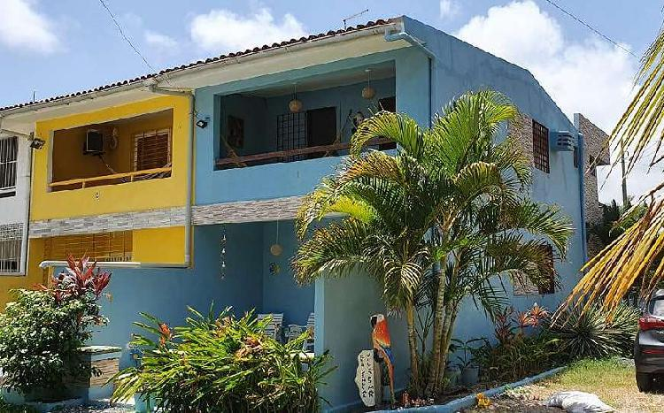 Casa de condomínio para venda com 4 quartos e 4 wc
