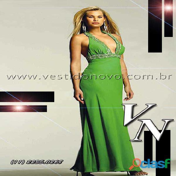 Vestido verde de formatura, com decote e costa cavada 1